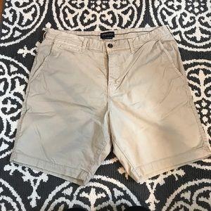 AE Men's Khaki Shorts
